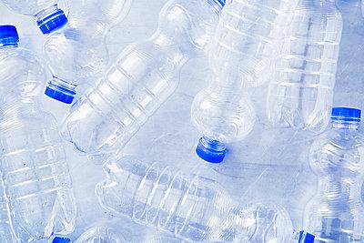 Plastic waste - p1149m2098884 by Yvonne Röder