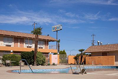 Motel - p1291m1116150 by Marcus Bastel