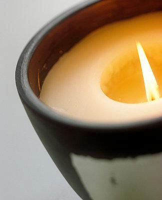 Kerze in Keramikgefäß - p2810041 von rona faust
