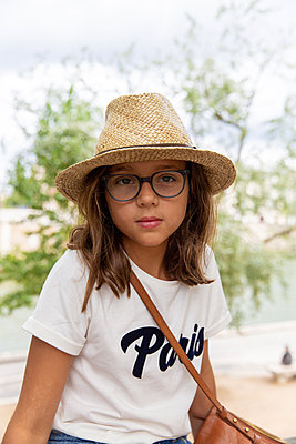 Girl wearing straw hat - p756m2125041 by Bénédicte Lassalle