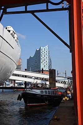 Hamburger Hafen - p096m2015770 von Helga Lorbeer