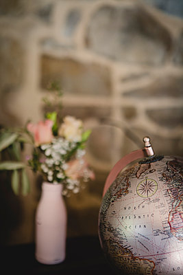 Globe and flowers - p1150m2053515 by Elise Ortiou Campion