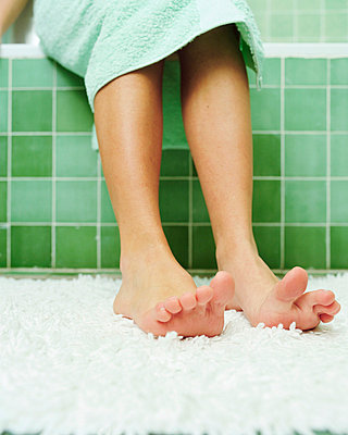 Feet getting out of the bath - p92410631f by Image Source