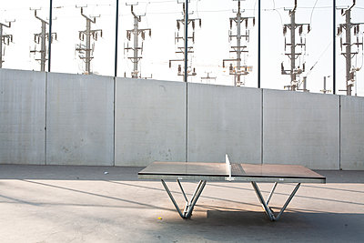 Ping-pong table - p927m2200361 by Florence Delahaye