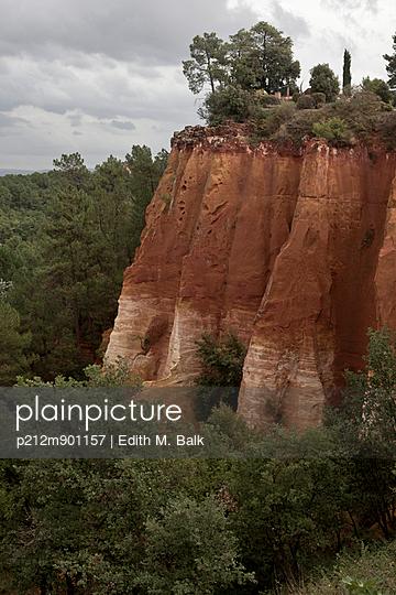 Roter Felsen von Roussillon - p212m901157 von Edith M. Balk