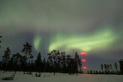 Windpark im Nordlicht - p1079m1042436 von Ulrich Mertens