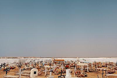 Graveyard on the waterfront, Santa Maria, Sal, Kap Verde - p1598m2164412 by zweiff Florian Bier