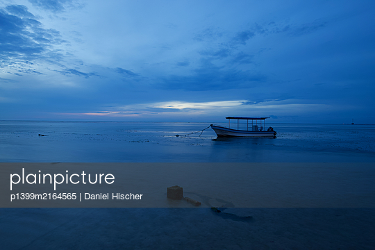 Before Sunrise - p1399m2164565 by Daniel Hischer