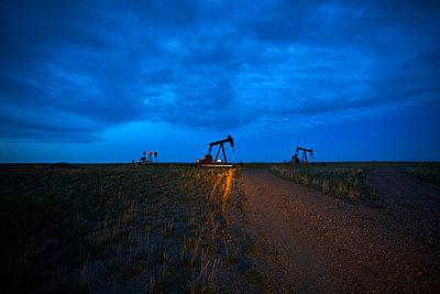 Prairie oil pump jacks pump oil in Alberta - p1166m2129688 by Cavan Images