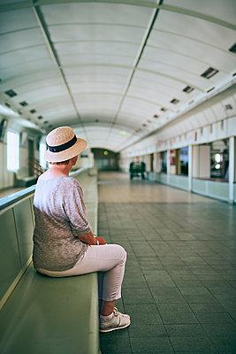 Warten - p227m2008243 von Uwe Nölke