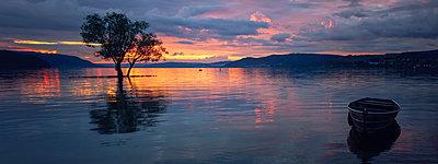 Germany, Constance, Dettingen-Wallhausen, sunset above Lake Constance - p300m1450015 by Brigitte Stehle