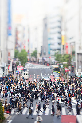 Tilt-shift bird's eye view of Shibuya, Tokyo, Japan - p307m1174650 by Takuji Wako