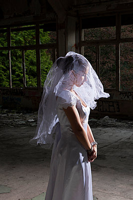 Portrait of bride in empty abandoned interior - p429m958653f by BDLM