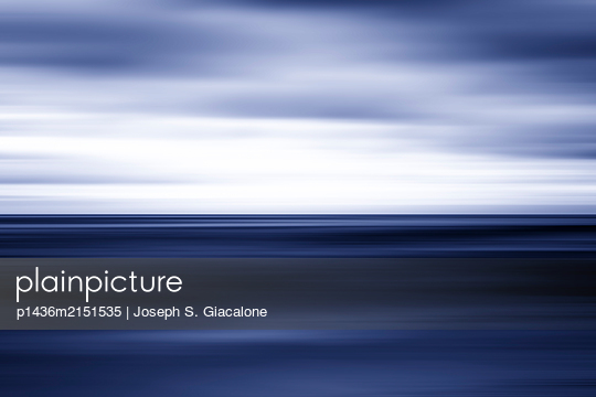 Coastal sea and sky with motion blur effect. - p1436m2151535 von Joseph S. Giacalone
