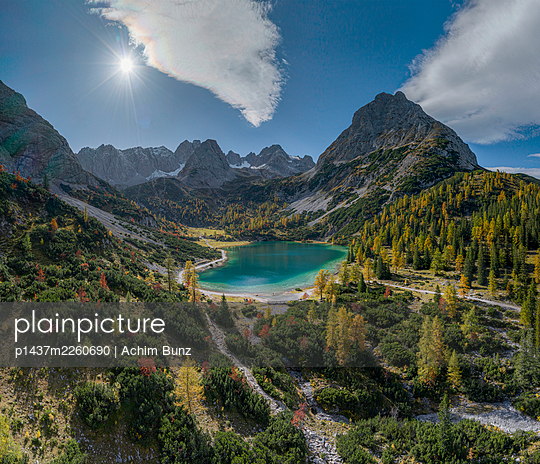 View of Lake Seebensee and mountains, Switzerland - p1437m2260690 by Achim Bunz