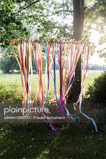 Windspiel im Garten - p949m1200312 von Frauke Schumann