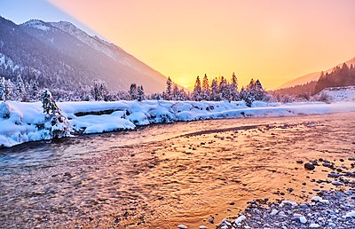 Germany, Bavaria, Vorderriss, Isar Valley in winter at sunset - p300m1356450 by Michael Reusse (alt)