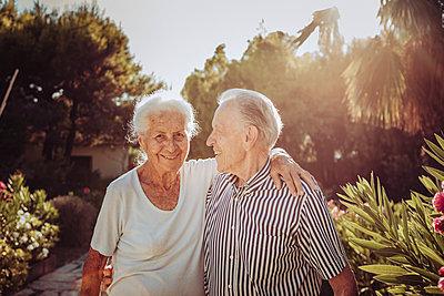 Greece, Senior couple, portrait - p713m2283583 by Florian Kresse