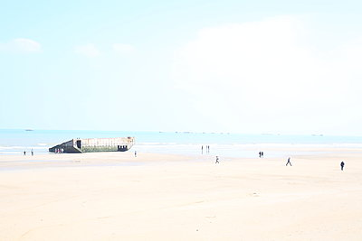 Bunker on the beach - p1289m2086910 by Elisabeth Blanchet