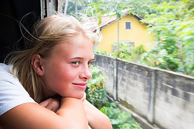 Girl looking through train window - p312m2091364 by Johan Willner