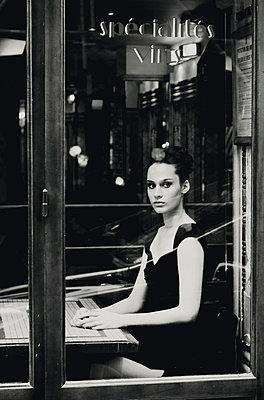 Vintage-Style Portrait - p988m792895 von Rachel Rebibo