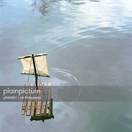 Kleines Floß - p5450021 von Ulf Philipowski