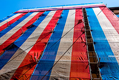 Tarpaulin with color of French flag. France. - p813m1172541 by B.Jaubert