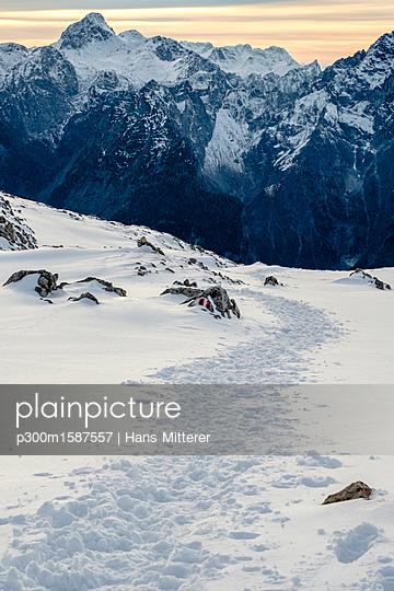 Germany, Bavaria, Berchtesgaden Alps, View to Schneibstein - p300m1587557 von Hans Mitterer