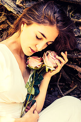 Young woman in love holding roses - p1445m2173245 by Eugenia Kyriakopoulou