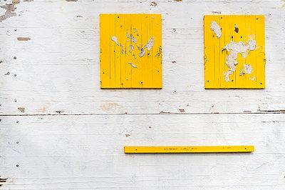 Gesicht aus Holz - p949m1200272 von Frauke Schumann