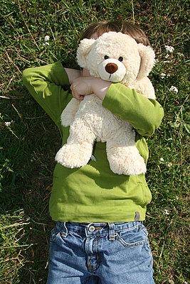 Trauriger kleiner Junge - p0451978 von Jasmin Sander