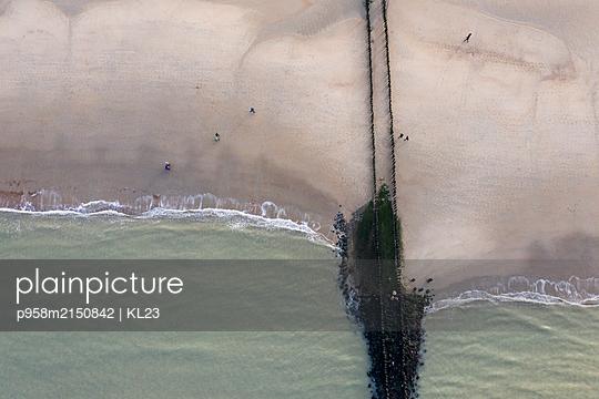 Aerial view, Coast - p958m2150842 by KL23