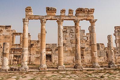 Ruinen der antiken Stadt Apameia im Norden Syriens - p1493m2063534 von Alexander Mertsch