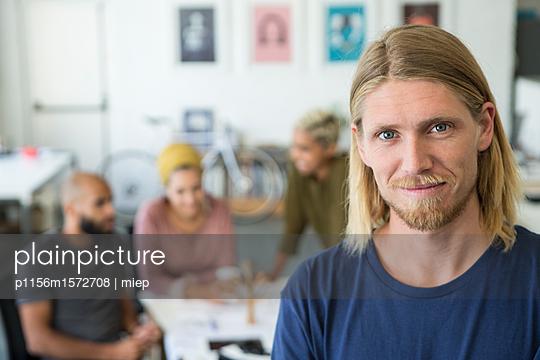Männerportrait - p1156m1572708 von miep