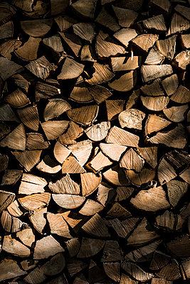 Holzstapel - p488m932654 von Bias