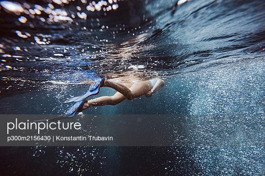 Woman underwater, Gili Meno, Gili islands, Bali, Indonesia - p300m2156430 by Konstantin Trubavin