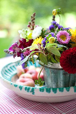 Sommerblumenstrauß - p441m886116 von Maria Dorner