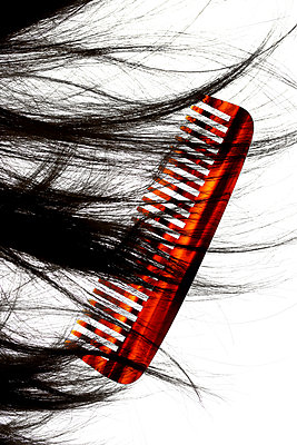 Comb and dark hair - p450m1541529 by Hanka Steidle