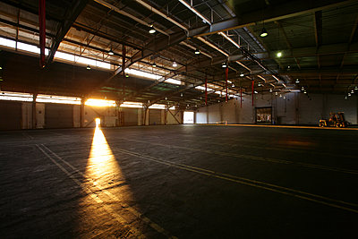 Light from doorway in vacant warehouse - p555m1301669 by Tom Paiva Photography