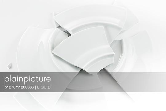 Zerbrochener Teller - p1276m1200086 von LIQUID