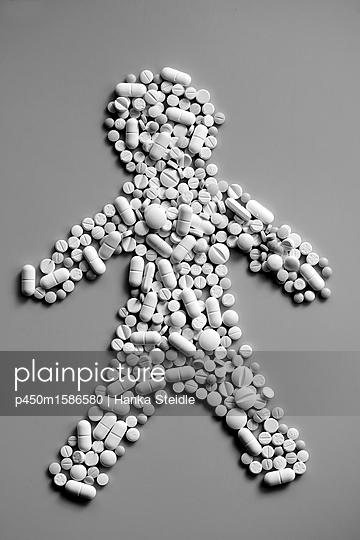 Männchen aus Tabletten    - p450m1586580 von Hanka Steidle