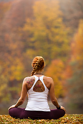 Rear view of woman exercising outdoors - p312m1131279f by Michael Jonsson
