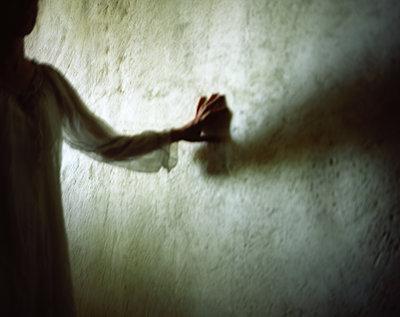 Silhouette of a woman - p945m2125802 by aurelia frey