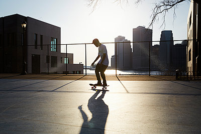 Skateboarder - p1411m2057738 by Florent Drillon