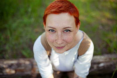 Portrait of red-haired woman, close-up - p1646m2291548 by Slava Chistyakov