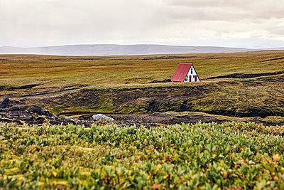 Einzelnes Haus im Hochland von Island - p1305m1190650 von Hammerbacher