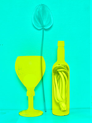 Wine bottle, glass and flamingo flower - p1413m2071109 by Pupa Neumann