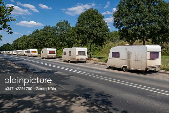 Long line of caravans - p347m2291790 by Georg Kühn