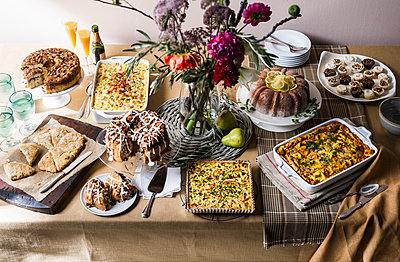Brunch buffet table - p555m1303448 by Manny Rodriguez