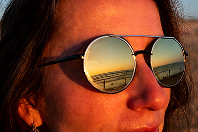 Frau am Meer - p890m2037197 von Mielek